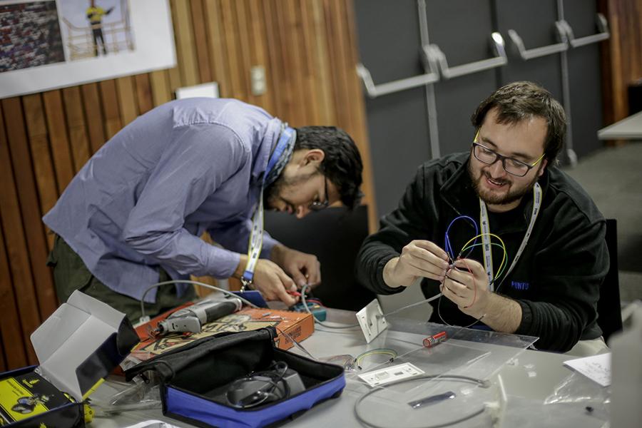 """Ya están abiertas las postulaciones para la hackathon sobre las """"autopistas del futuro"""""""